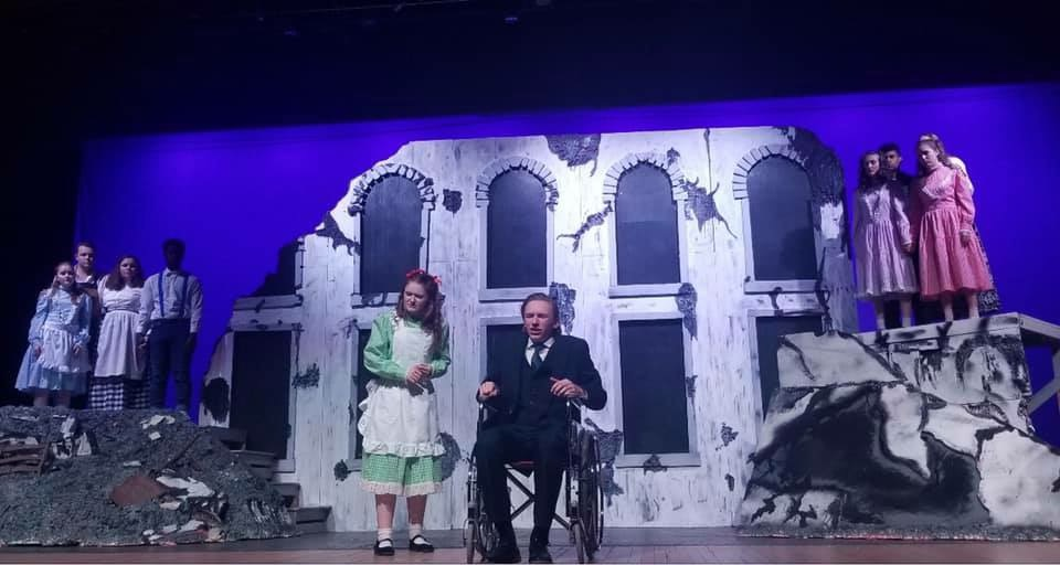 Scene from Girl in the White Pinafore